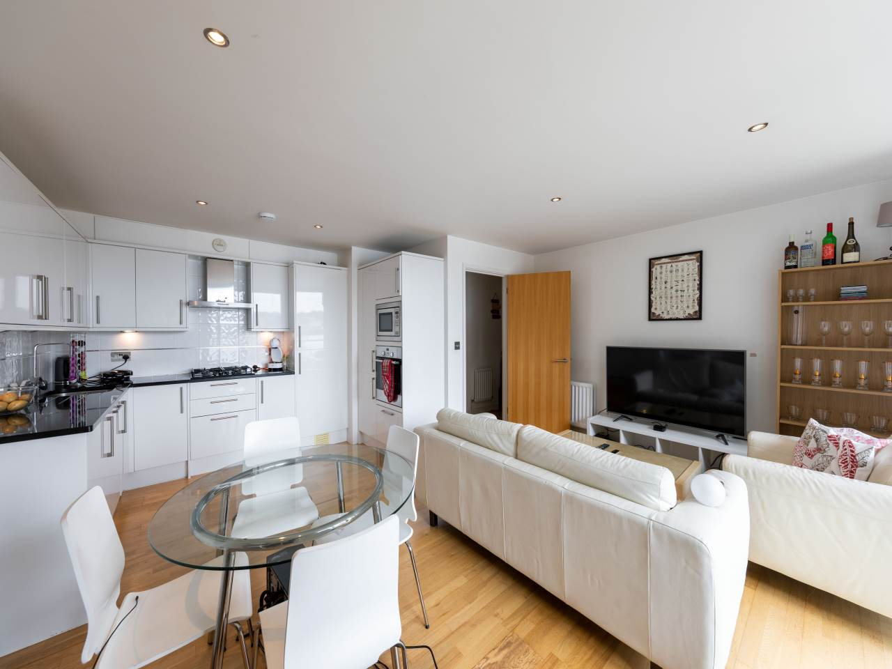 2 bed flat to rent  - Property Image 12
