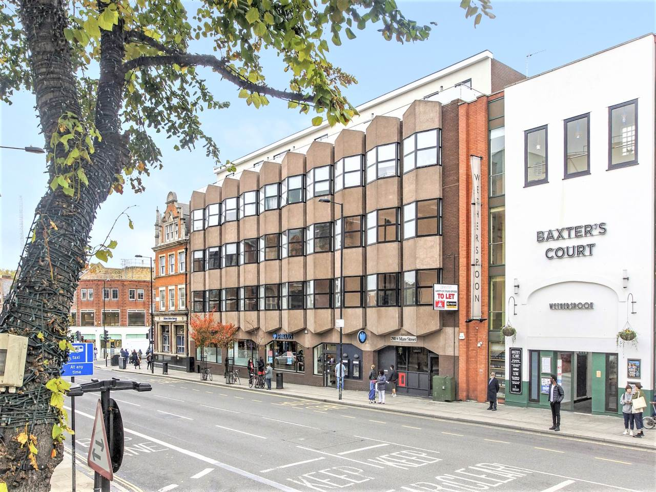 3 bed flat to rent in Hackney, E8