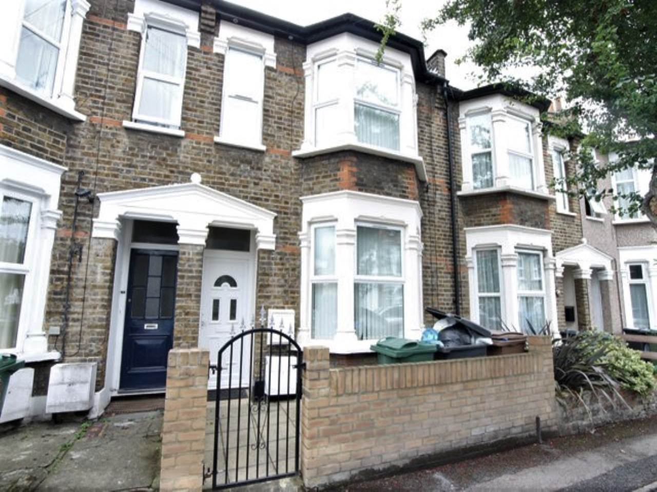 1 bed flat to rent in Livingstone Road, Walthamstow, E17