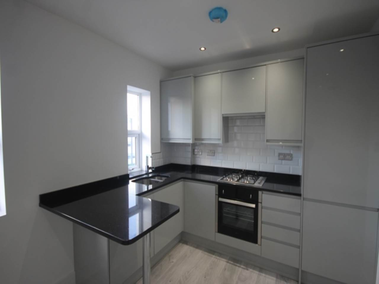 1 bed flat to rent in High Road, South Woodford, E18