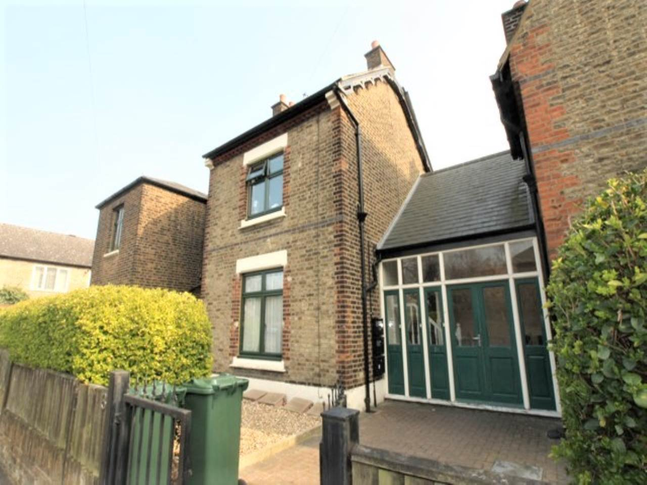 2 bed flat to rent in Vestry Road, Walthamstow, E17