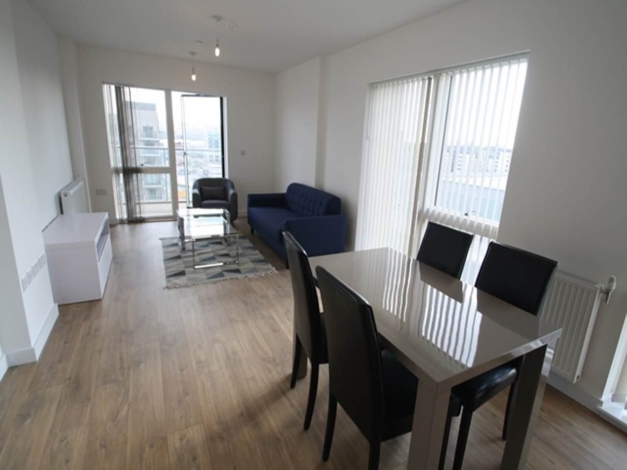2 bed flat to rent in Royal Docks, E16