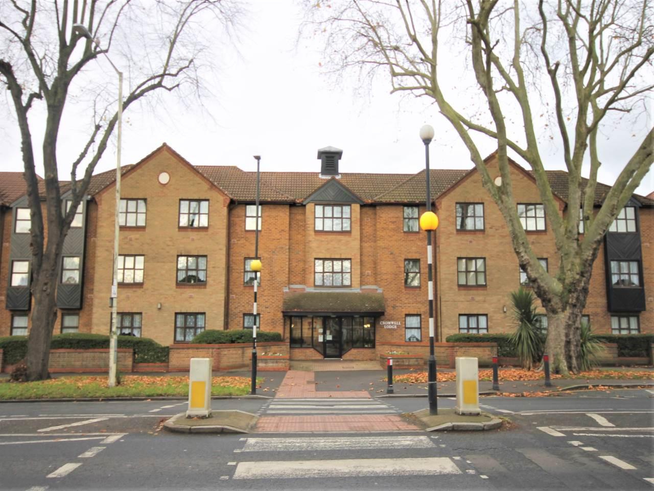 2 bed retirement property to rent in Longbridge Road, Barking, IG11