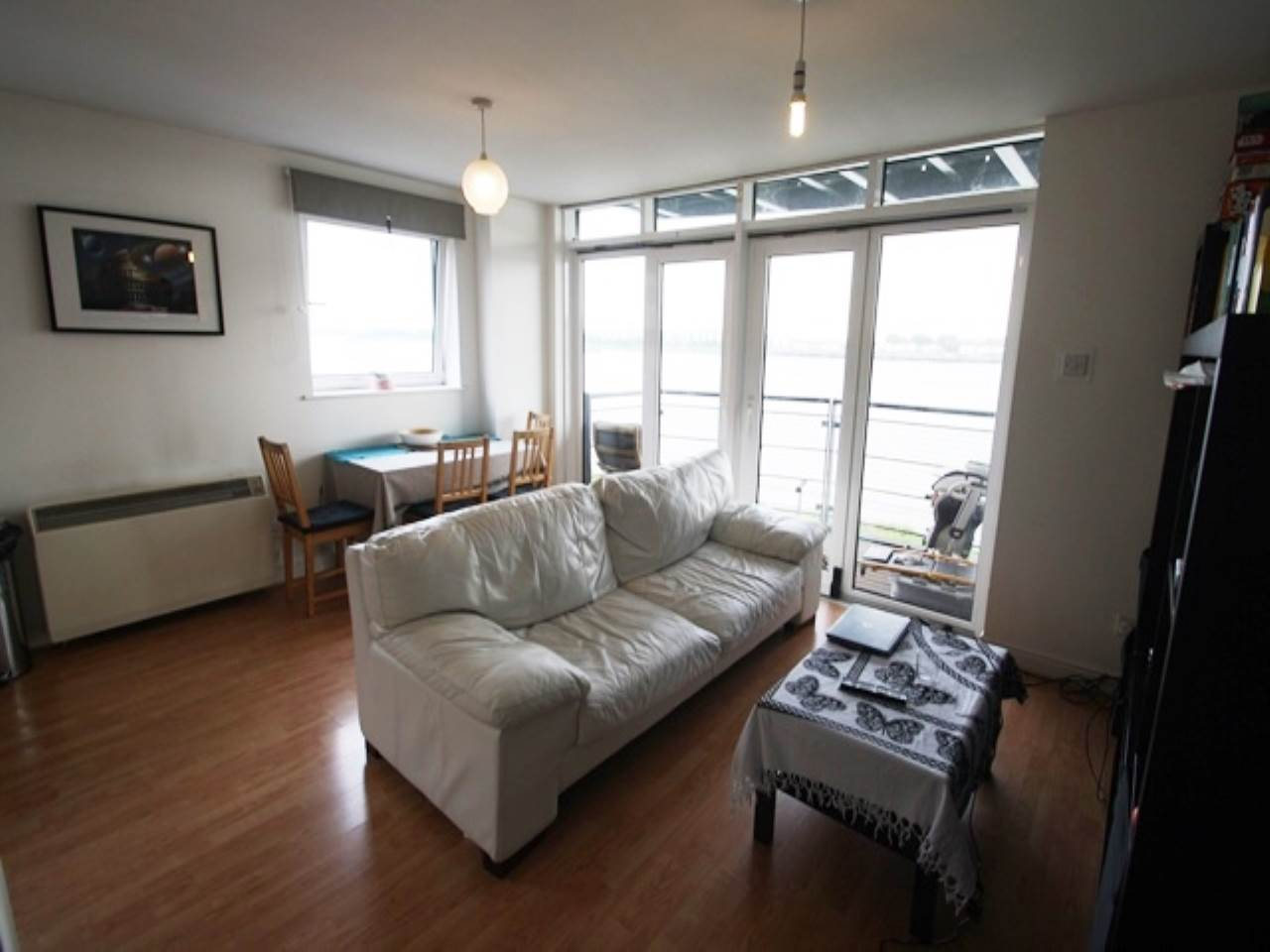 2 bed flat to rent in Inverness Mews, E16