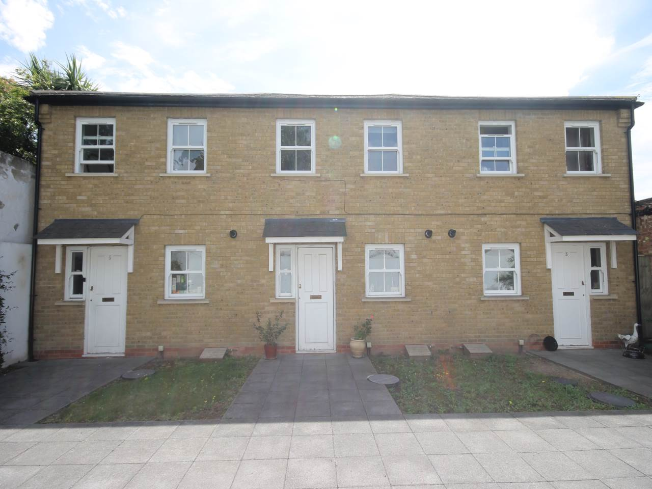 2 bed house to rent in Eden Road, E17