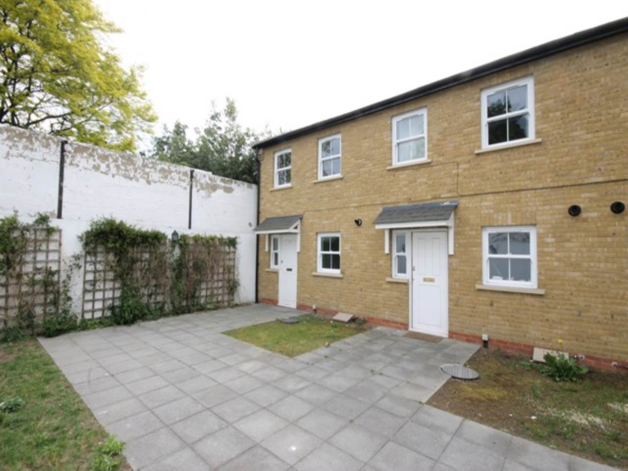 2 bed house to rent in Attock Mews, Walthamstow, E17