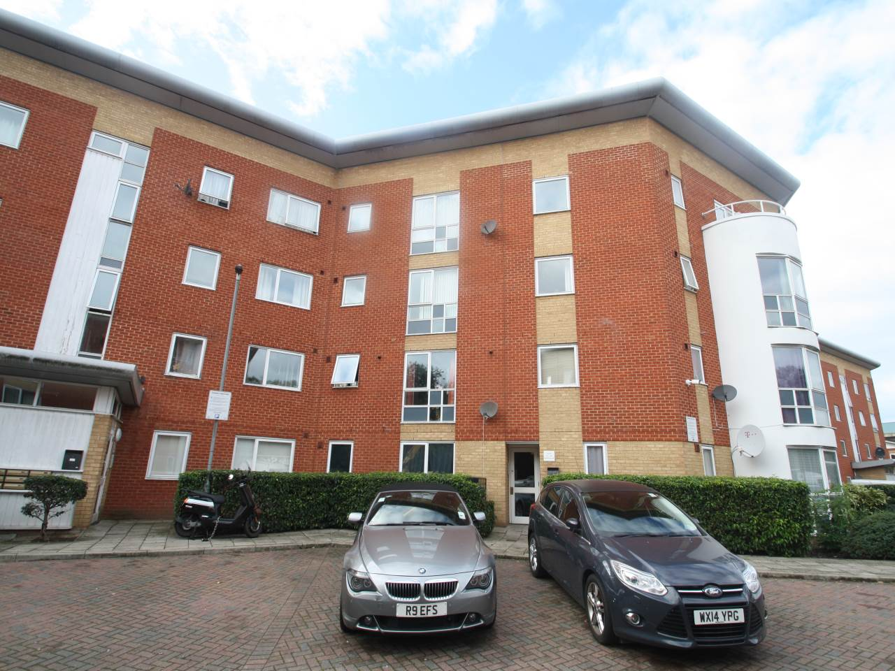 2 bed flat to rent in Albatross Close, Beckton, E6 5