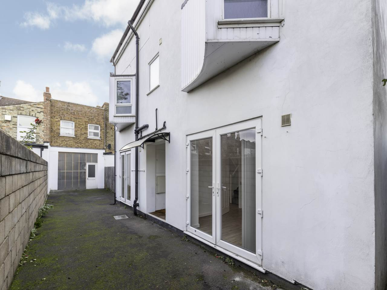 4 bed detached-house to rent in Forest Gate, E7