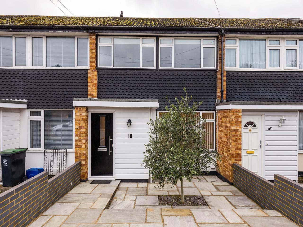 1 bed house to rent in Albert Road, Buckhurst Hill, IG9