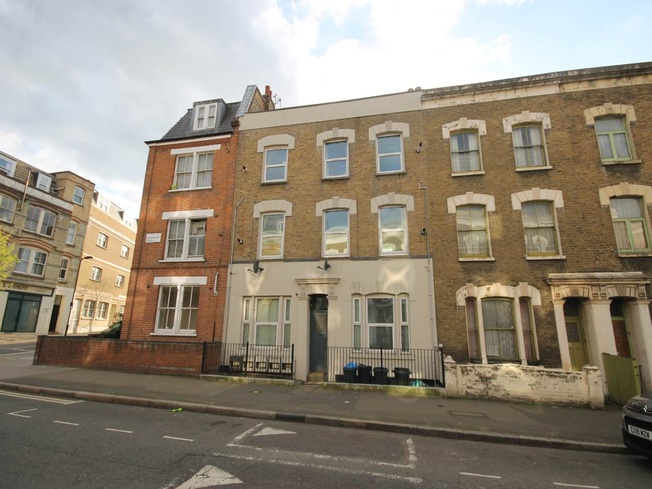 3 bed flat to rent in Hackney 0