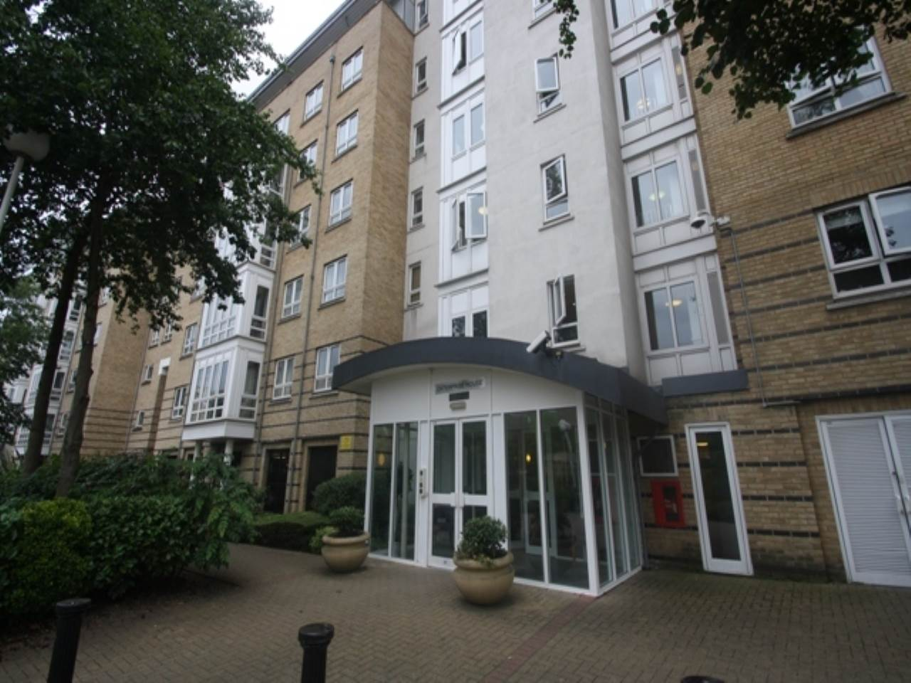 2 bed flat to rent, E14