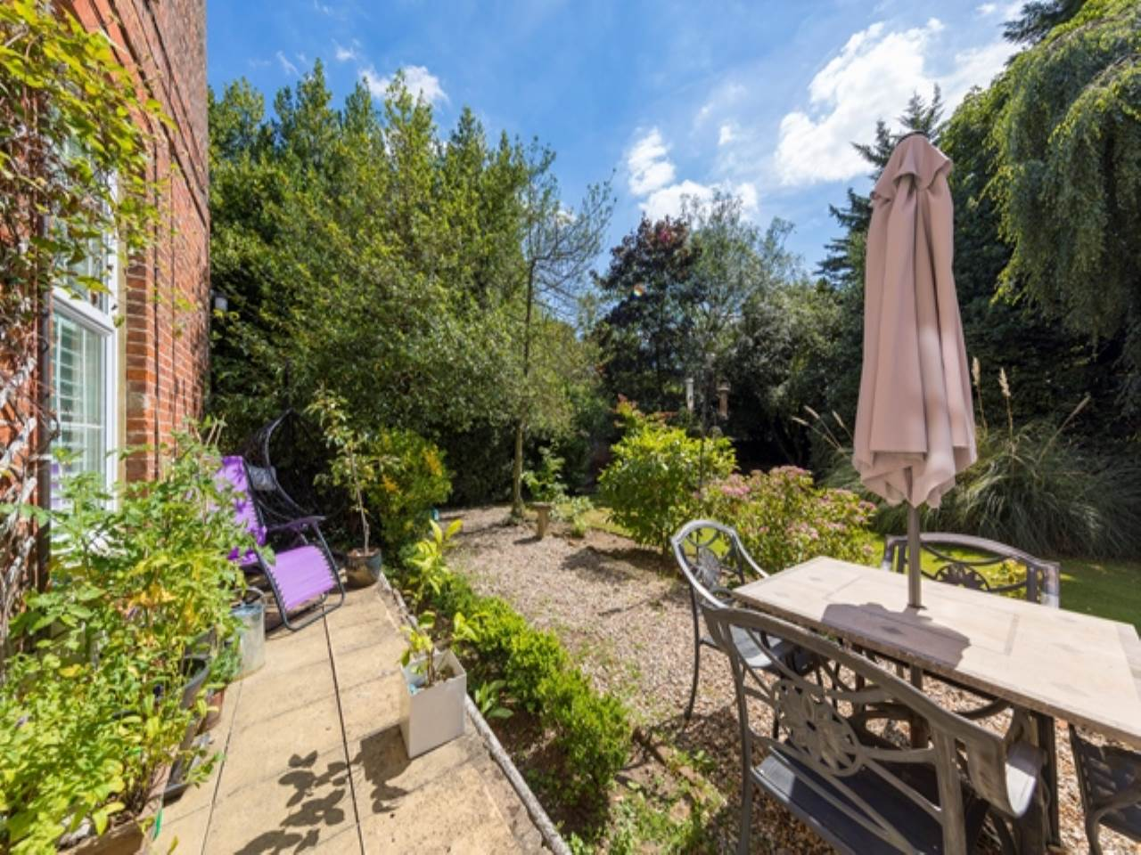 2 bed flat for sale in Spriggs Oak, Palmers Hill 13