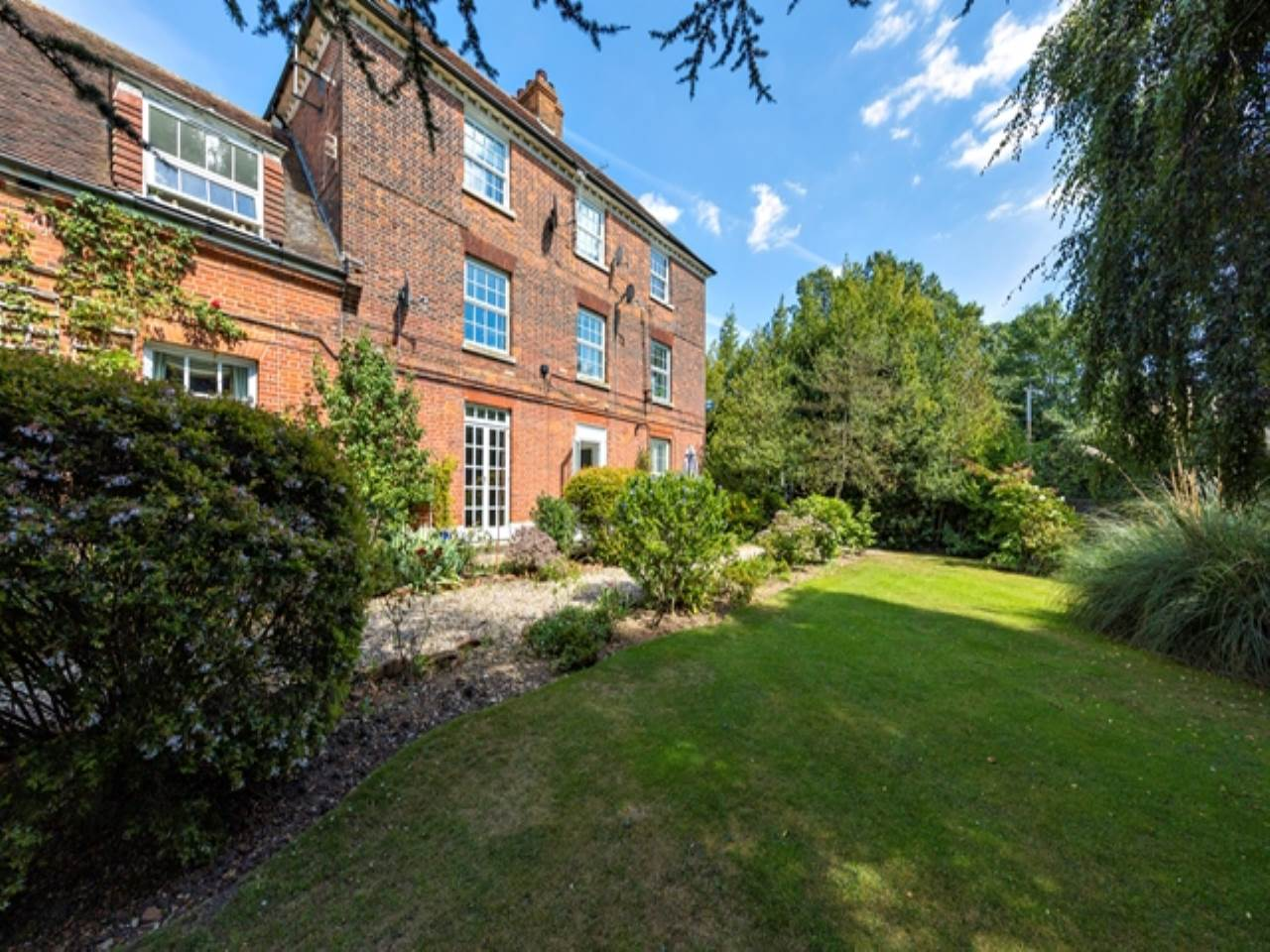 2 bed flat for sale in Spriggs Oak, Palmers Hill  - Property Image 17