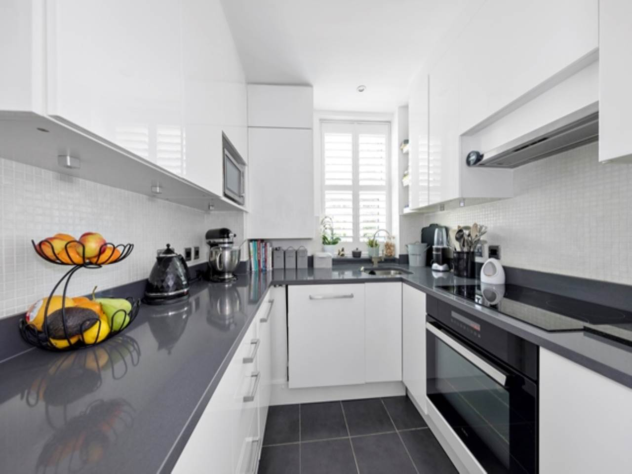 2 bed flat for sale in Spriggs Oak, Palmers Hill 7