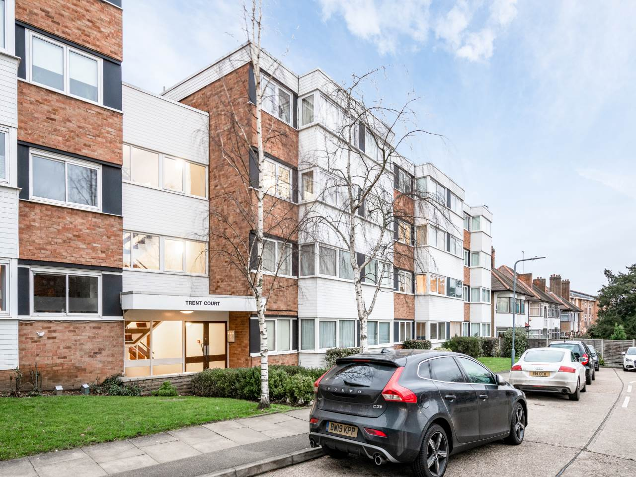 2 bed flat for sale in New Wanstead, E11
