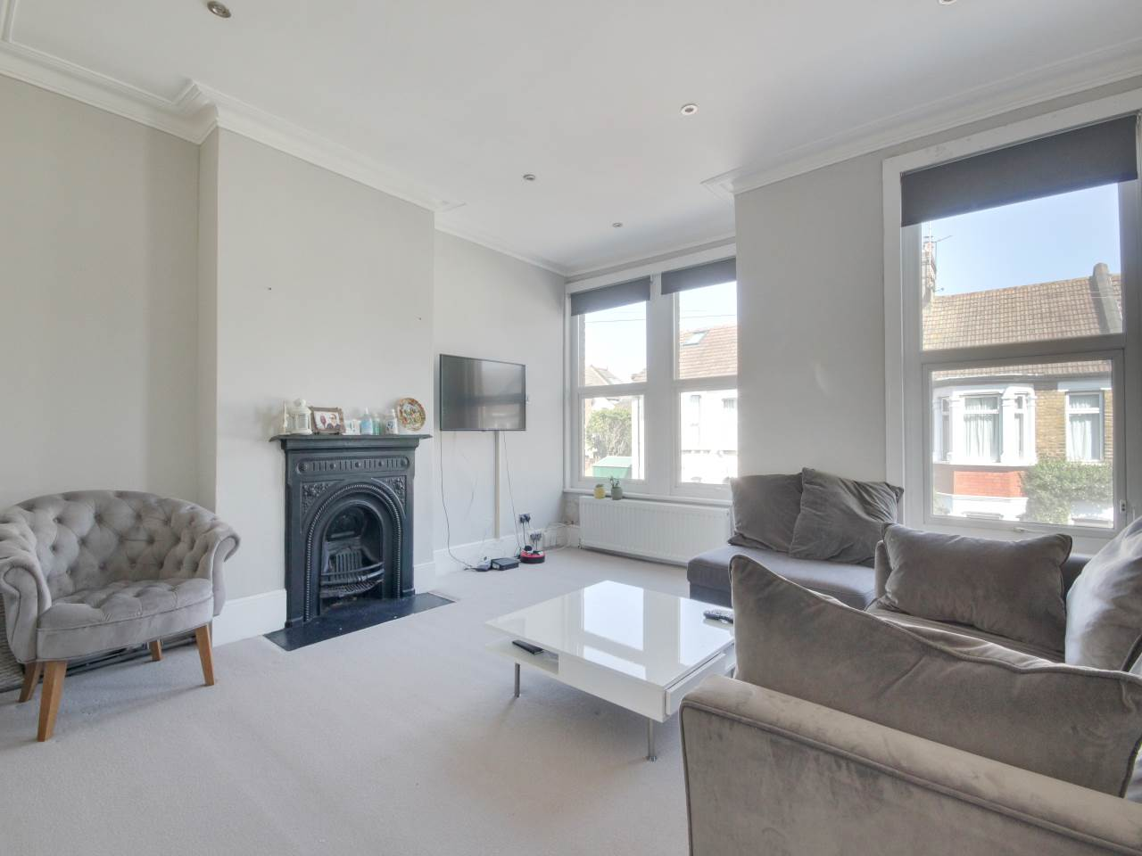 1 bed flat for sale in Chingford, E4