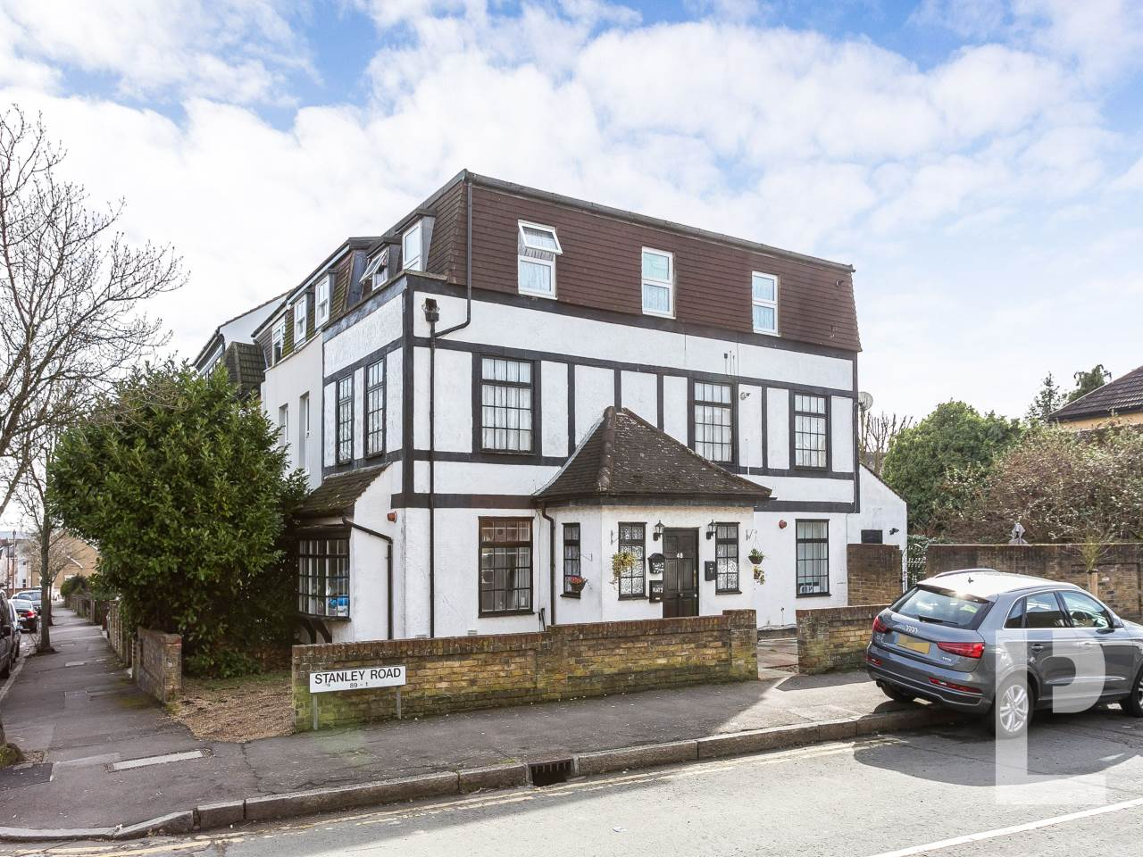 2 bed flat for sale in South Woodford , E18