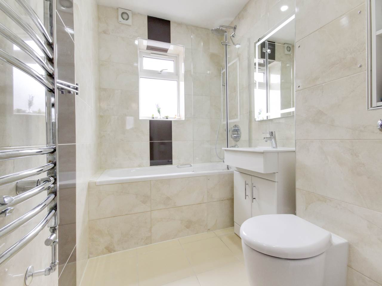 2 bed flat for sale in Wanti Terrace , Chigwell  1