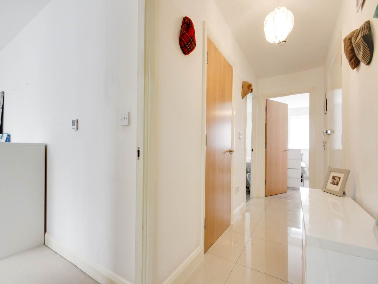 2 bed flat for sale in Wanti Terrace , Chigwell  5