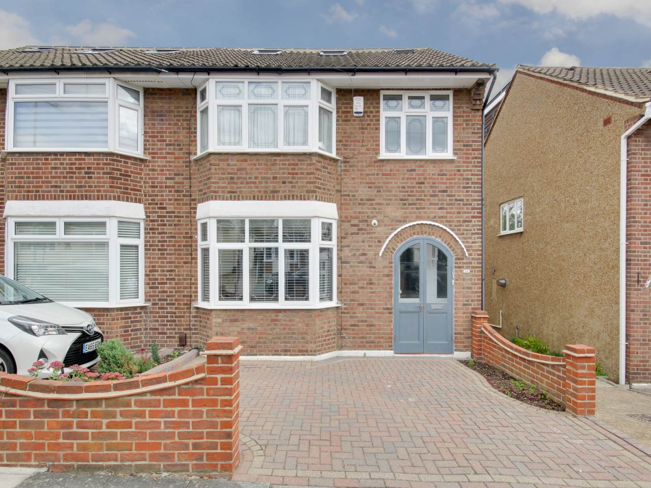 5 bed house for sale in Hainault , IG6
