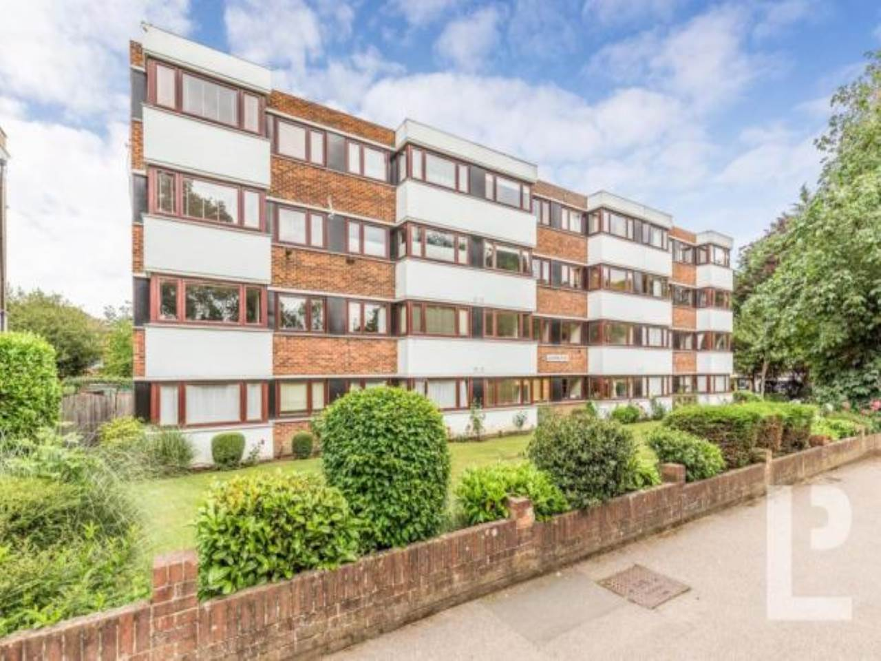 2 bed apartment for sale in Woodford Road, South Woodford  - Property Image 1