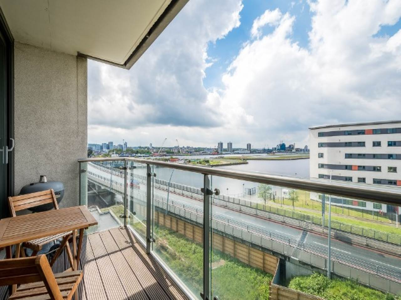 2 bed flat for sale in Fathom Court, 2 Basin Approach  - Property Image 5