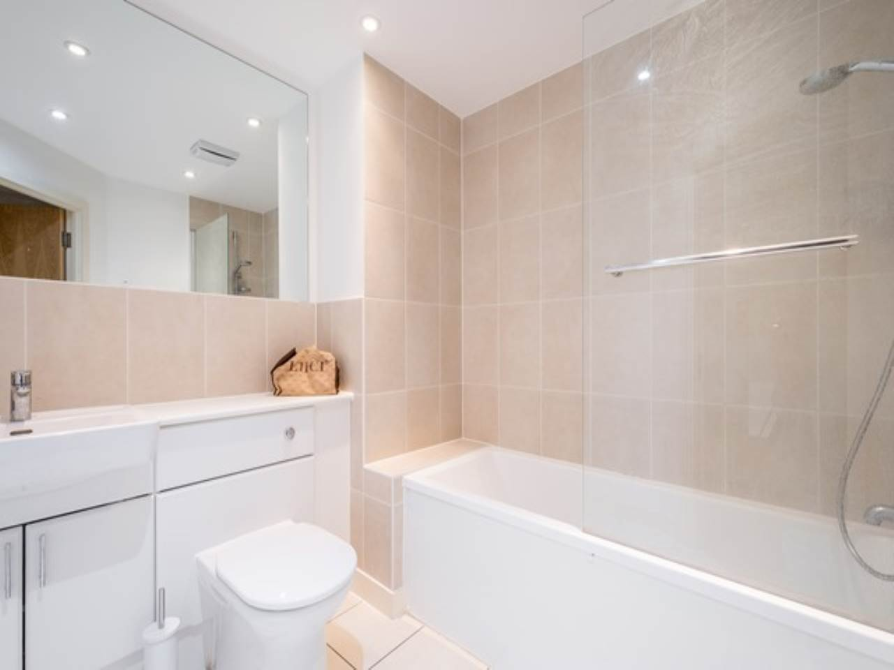 2 bed flat for sale in Fathom Court, 2 Basin Approach  - Property Image 6