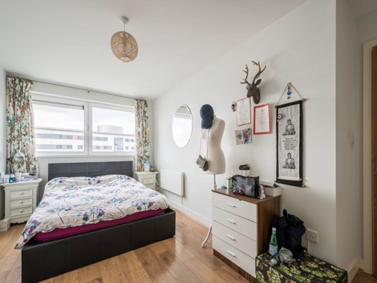 2 bed flat for sale in Fathom Court, 2 Basin Approach  - Property Image 3