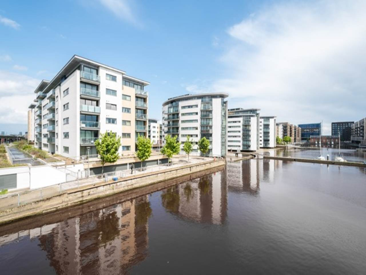 2 bed flat for sale in Fathom Court, 2 Basin Approach  - Property Image 8