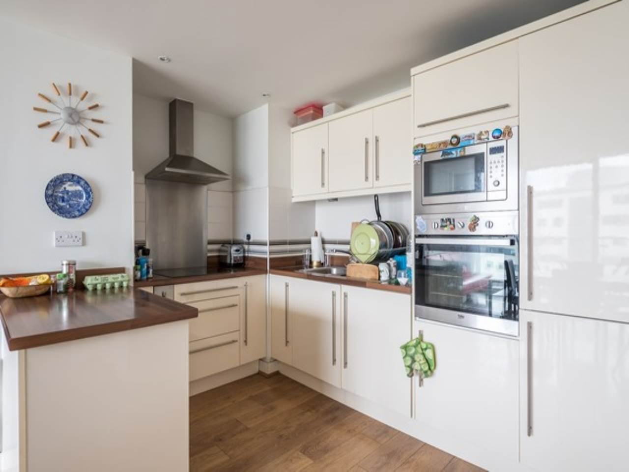 2 bed flat for sale in Fathom Court, 2 Basin Approach  - Property Image 2