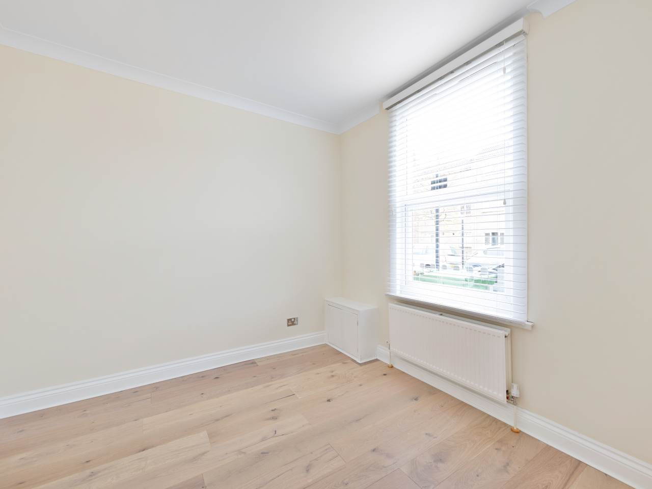 3 bed house for sale in Exning Road , Canning Town  4