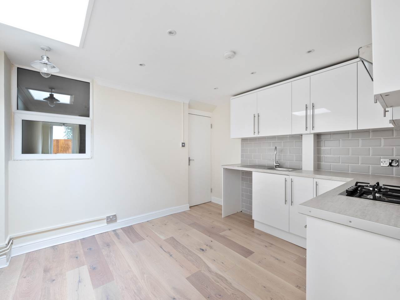 3 bed house for sale in Exning Road , Canning Town  6