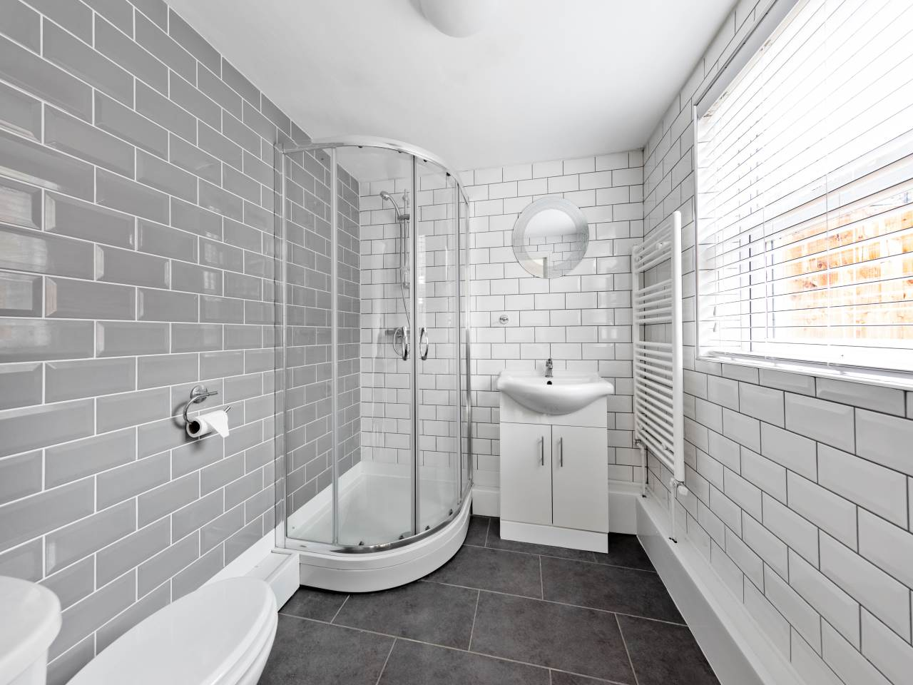 3 bed house for sale in Exning Road , Canning Town  2