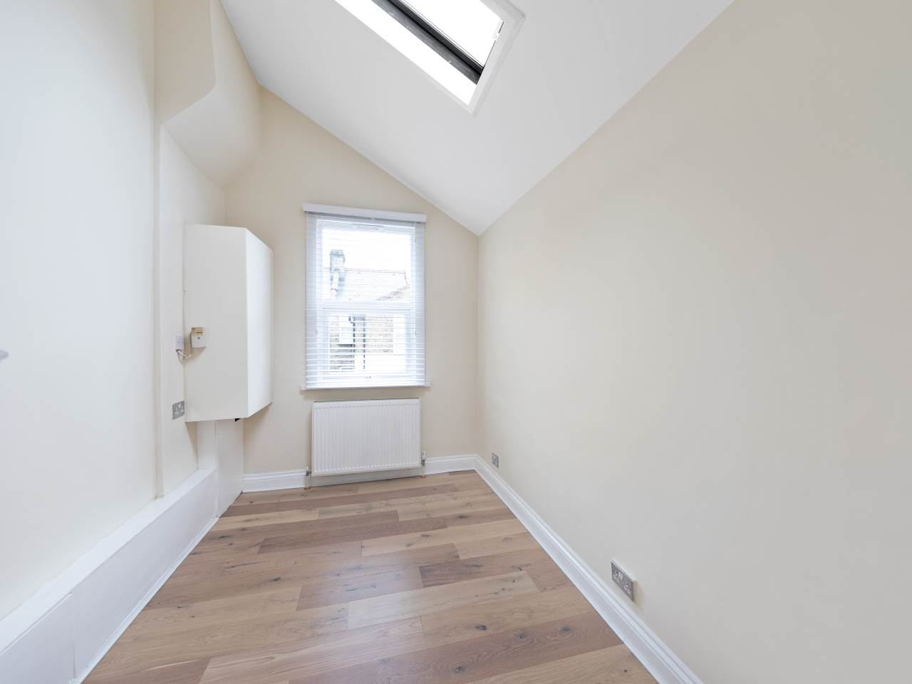 3 bed house for sale in Exning Road , Canning Town  10