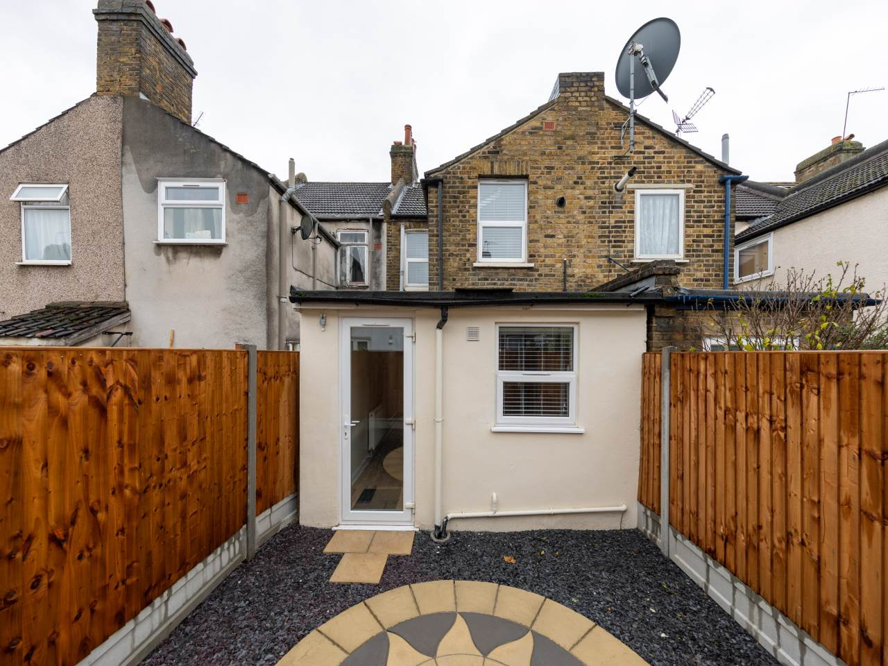 3 bed house for sale in Exning Road , Canning Town   - Property Image 15