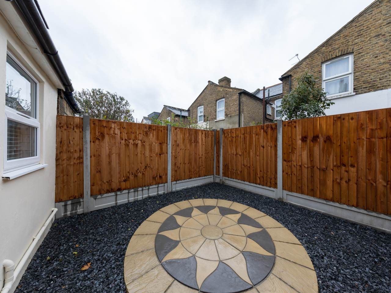 3 bed house for sale in Exning Road , Canning Town  3