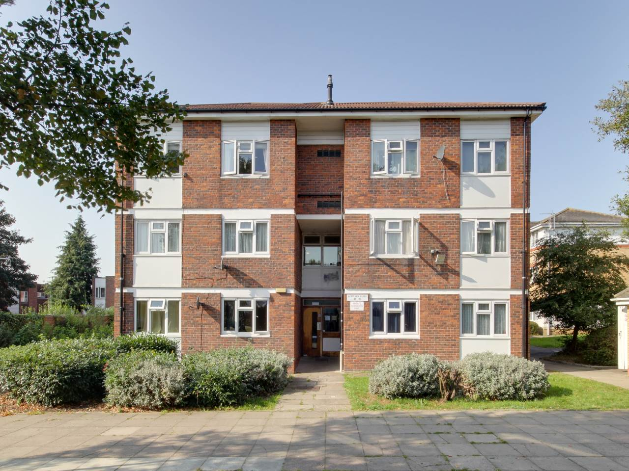 1 bed flat for sale in Hainault , IG6
