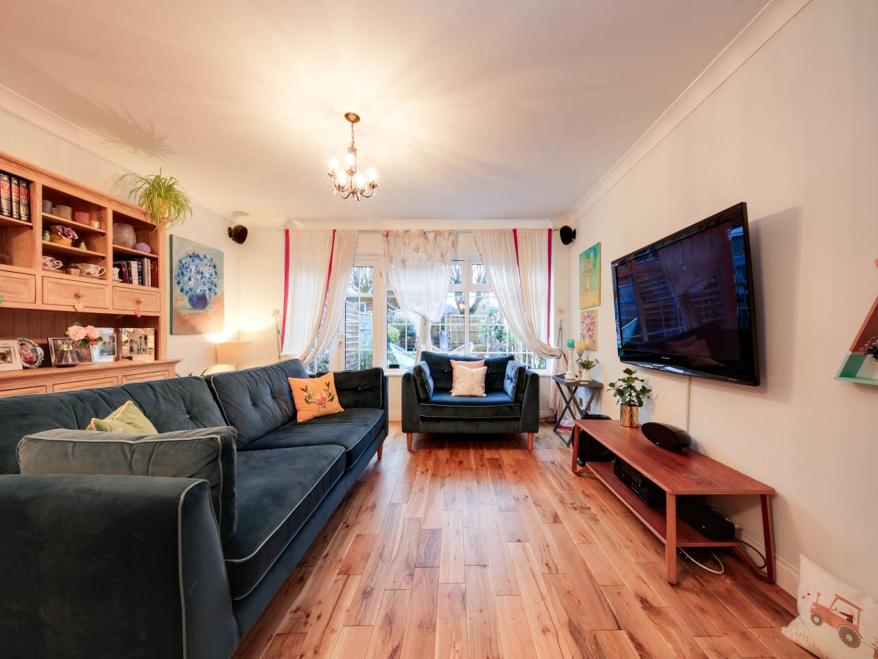 3 bed terraced house for sale in Faversham Close , Chigwell   - Property Image 2