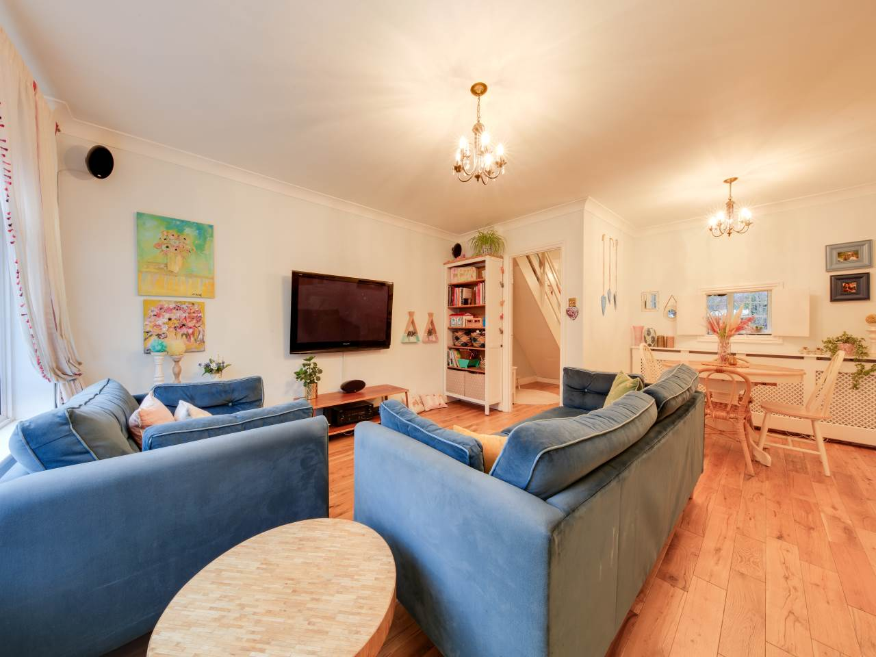 3 bed terraced house for sale in Faversham Close , Chigwell   - Property Image 5