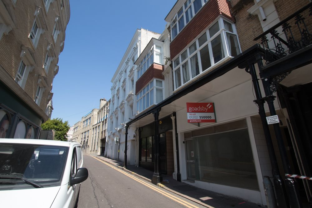 1 bed flat to rent in Albert Road, BH1