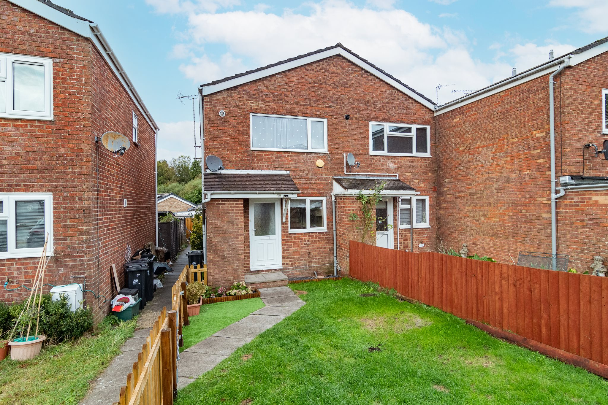 2 bed house to rent in Thames Close, BH22