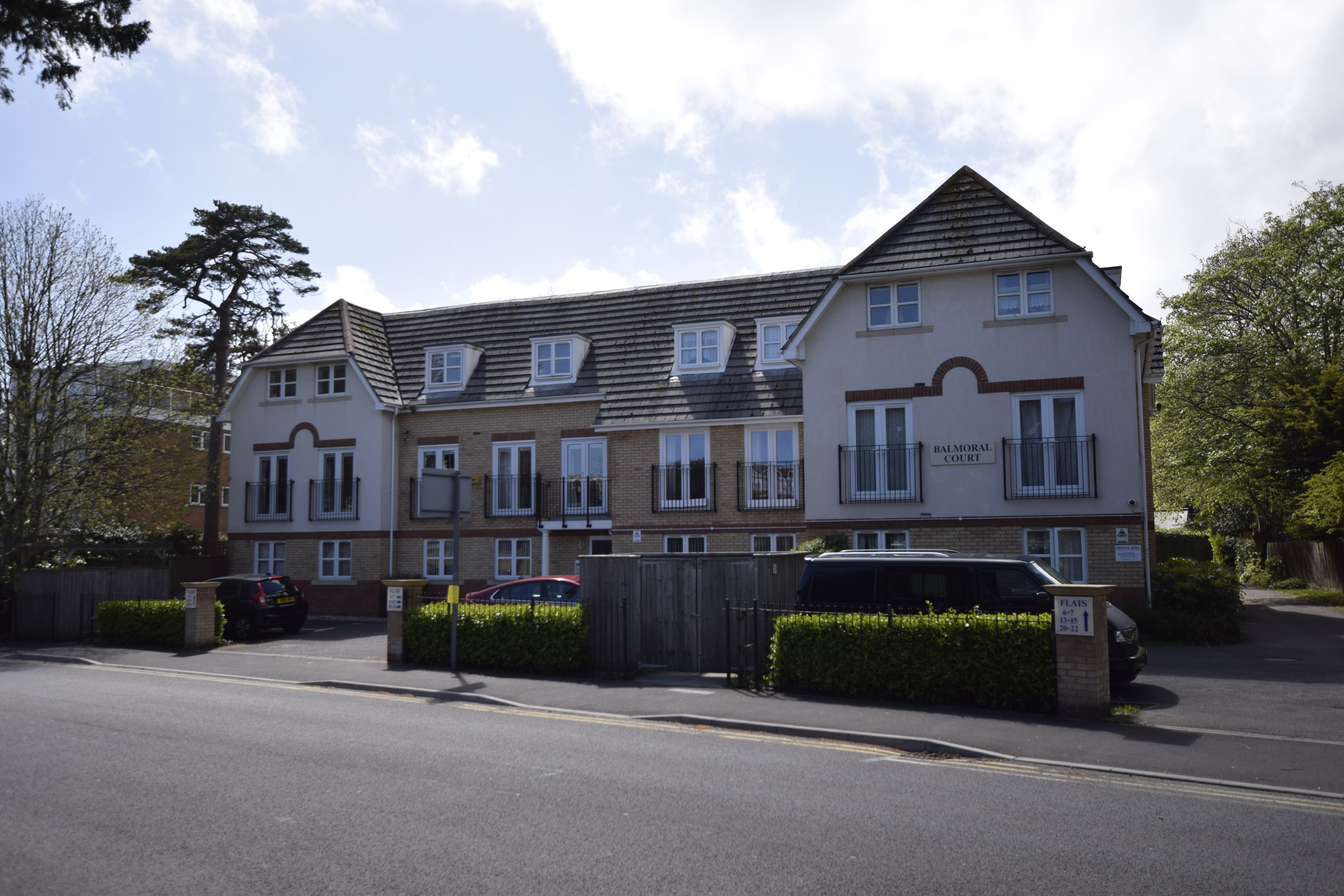 Christopher Shaw are pleased to present to the market this two bedroom BUY TO LET opportunity.Currently let to tenants paying £850pcm, this property is offered to investors only.