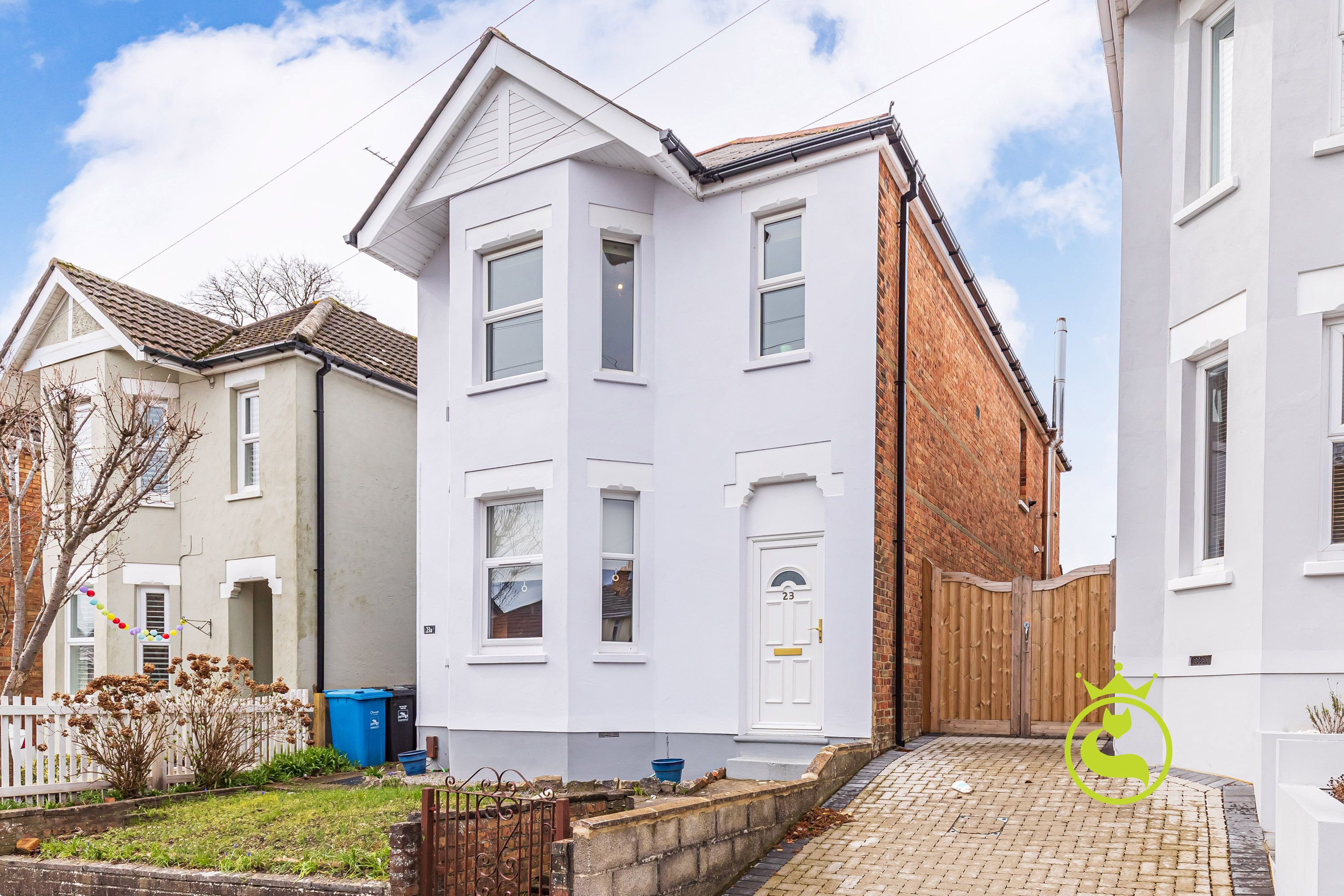 A well presented two bedroom first floor converted flat. Popular location near to local amenities and transport links.
