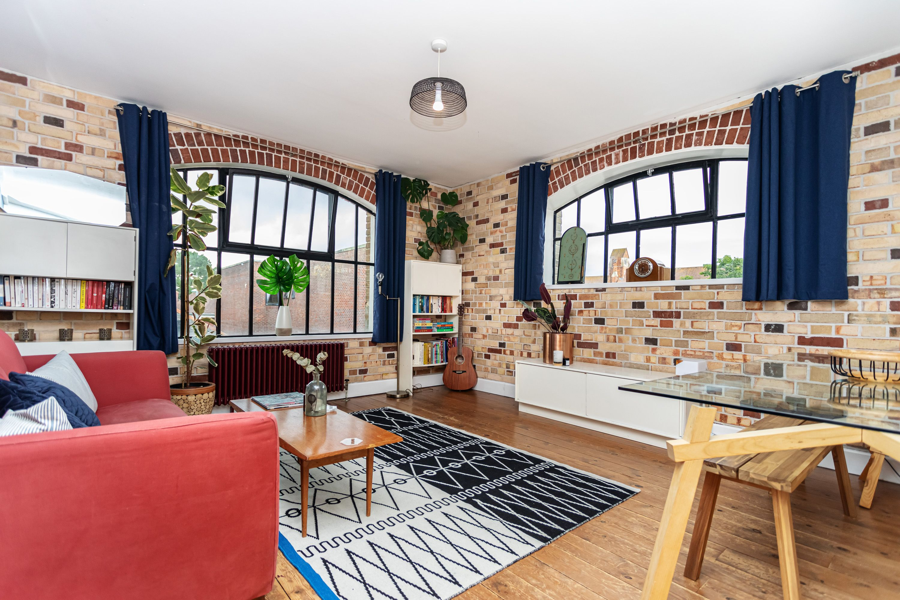 *NEW LEASE* You'll love the character of this unique, warehouse conversion. Offering the perfect mix of urban luxe and coastal living, the Pantechnicon is one of the areas most sought after developments.