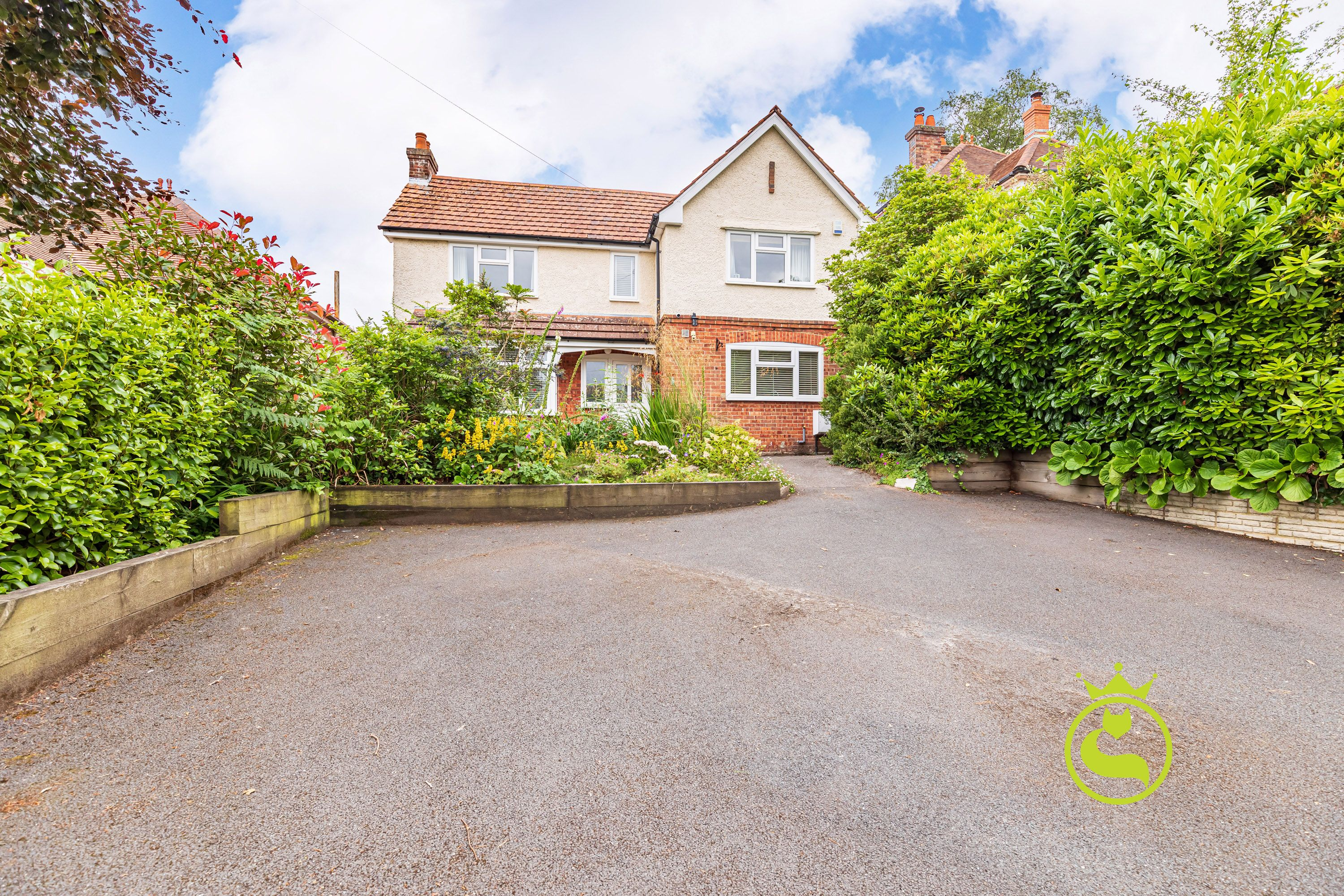 Come and fall in love with this three double bedroom family home presenting a perfect blend of character & modern with an exceptionally large garden. Situated in a sought after leafy road.