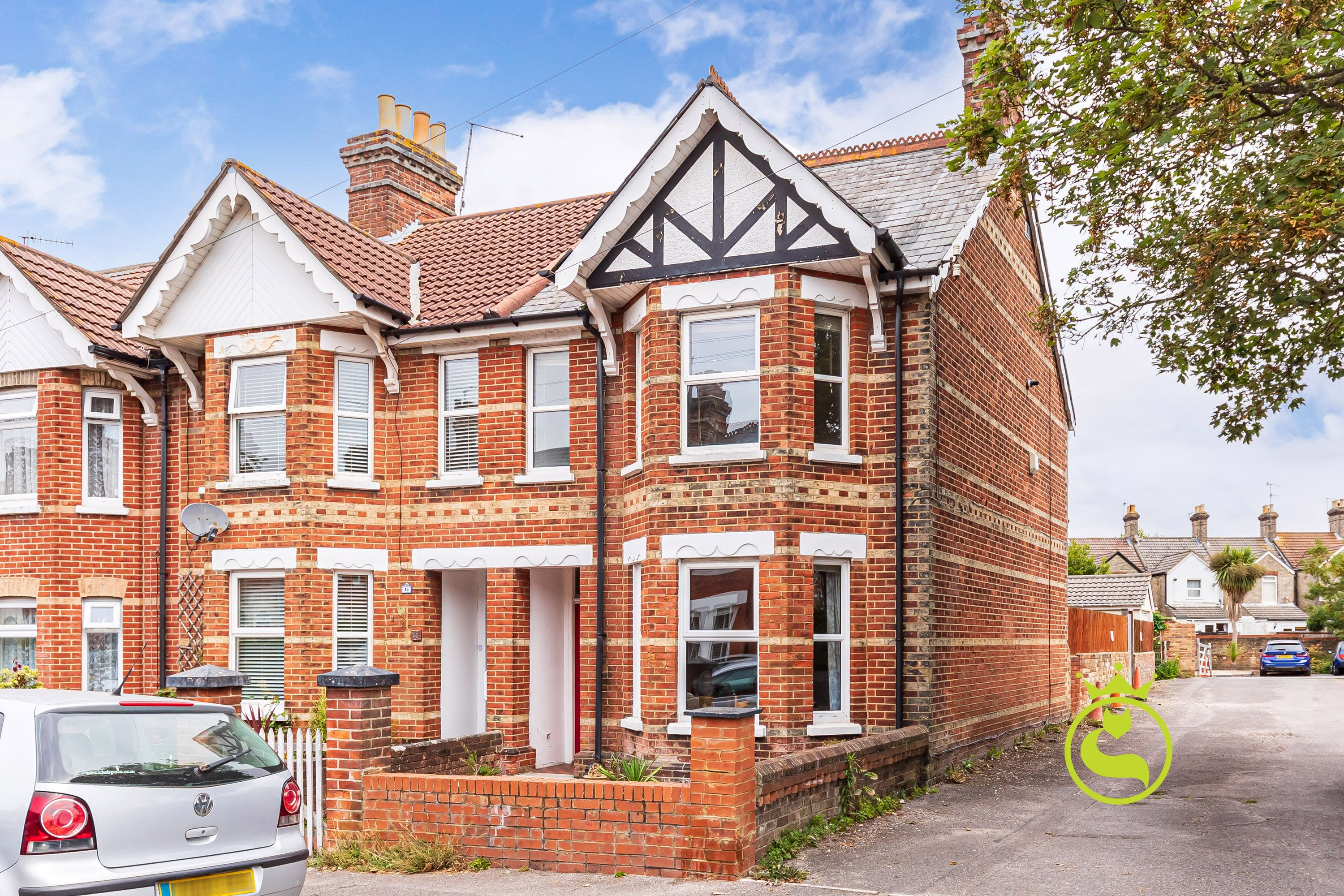 BEAUTIFULLY PRESENTED CHARACTER CONVERSION IN HECKFORD PARK! You must come to see this lovely SHARED FREEHOLD flat with garage.