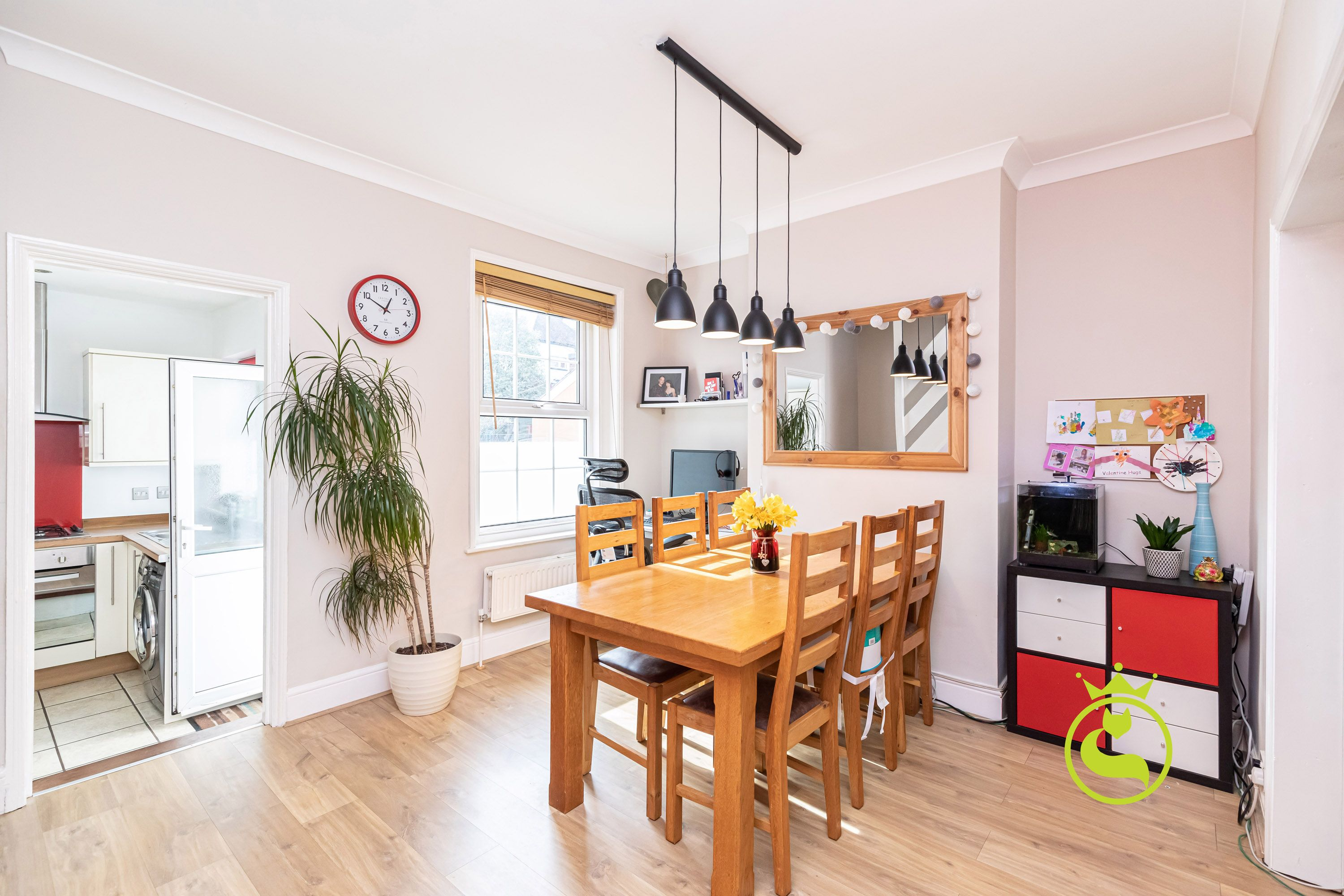 A perfect market entry for those looking for their first home in the ever popular Courthill and Baden Powell school catchment.