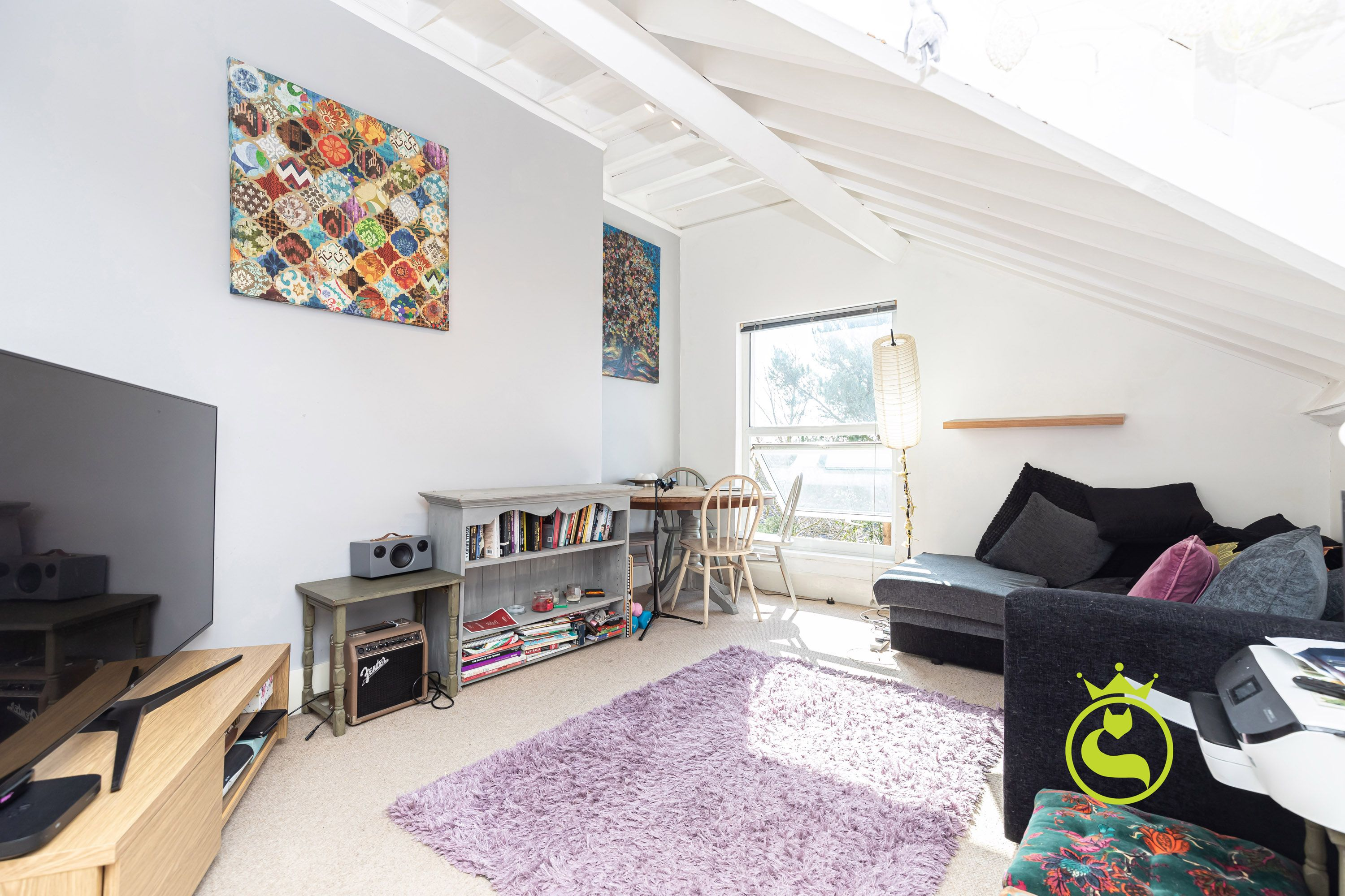 A lovely two bedroom apartment in Ashley Cross. Situated on the top floor of this period conversion with amazing views across Poole Bay to Brownsea Island.