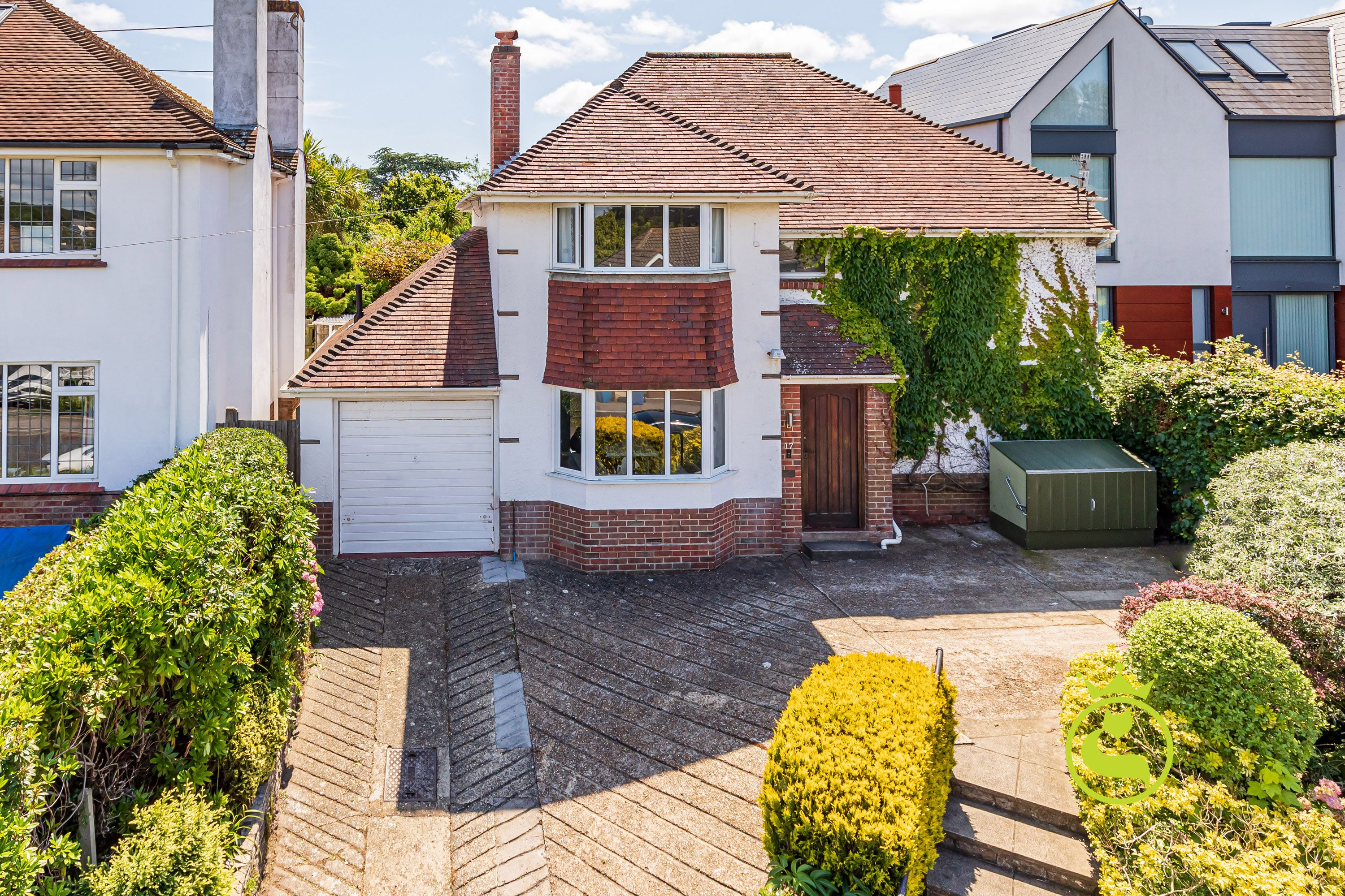 A stunning three bedroom two bathroom detached with scope to make into a super home. Located in one of Lilliput's most prestigious roads it even has its own communal paddock! Being just a few hundred yards away from the Harbourside this property must not be missed!