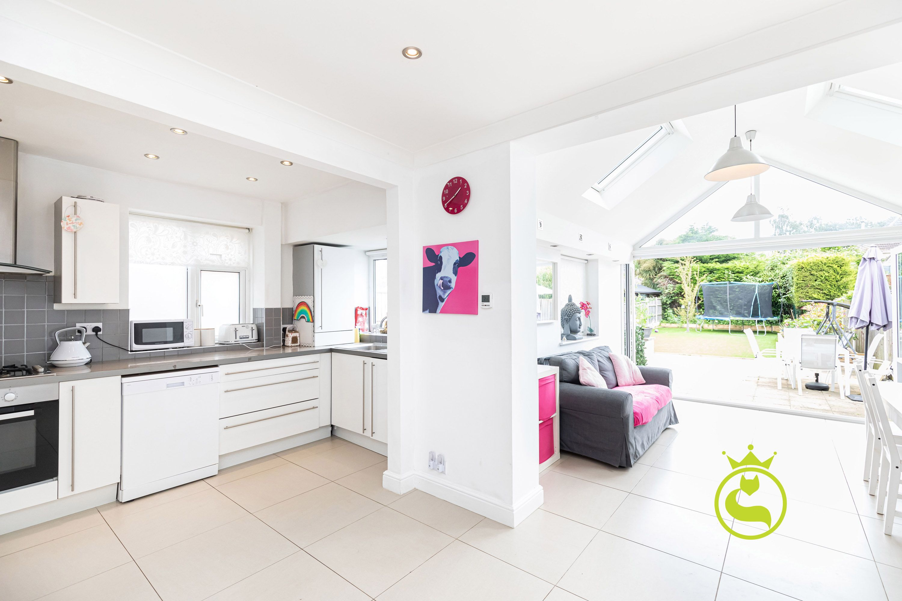 **APPROVED PLANNING PERMISSION FOR REAR DOUBLE STOREY EXTENSION**Come & fall in love with this stunning four bedroom detached family sized home opposite Harbourside Park & a short walk to the local schools.